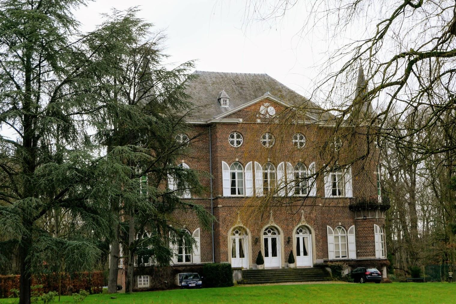 Het neoclassicistisch kasteel Hollaken in Rijmenam tussen de Dijle en de Hollakenbeek. Dateert van circa 1832.